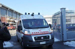 Cassinetta di Lugagnano, due ragazzi disabili cadono nel Naviglio: uno è grave, l'altro è disperso (foto Ansa)