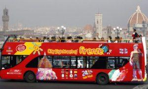 Firenze sassata contro bus