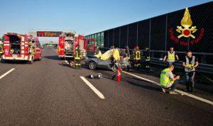 A1, scontro tra Tir e auto tra Modena Sud e Valsamoggia: morte tre donne (foto Ansa)