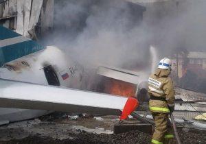 Siberia, aereo fuori pista prende fuoco: morti i 2 piloti, 31 feriti