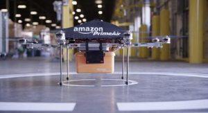Amazon, a breve i pacchi via drone e lo Shazam dei vestiti