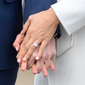Meghan Markle fa modificare l'anello di fidanzamento di Harry: più brillanti
