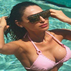 Anna Tatangelo, il bikini che fa il boom su Instagram: 110mila like