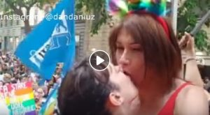 Asia Argento bacia Vladimir Luxuria sulla bocca al Roma Pride 2019 VIDEO