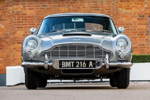 Aston Martin DB5, la macchina di James Bond finisce all'asta