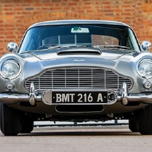 Aston Martin DB5, la macchina di James Bond finisce all'asta