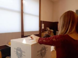 Ballottaggi comunali: M5S non vota né destra né sinistra. Prende i voti Pd e non ricambia