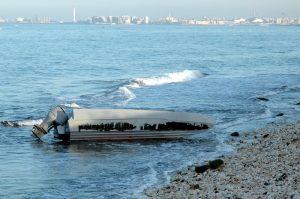 """Bitonto (Bari), ragazzo di 15 anni pestato in spiaggia da alcuni coetanei. Il padre su Fb: """"Aiutatemi a trovarli"""""""