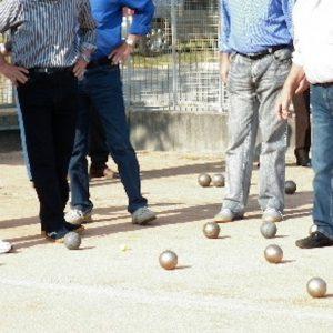 Far West alla partita di bocce: baby gang aggredisce anziani a colpi di pietre e sediate