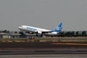 """Boeing, problemi anche alle ali di 737: """"Parti difettose da sostituire"""""""