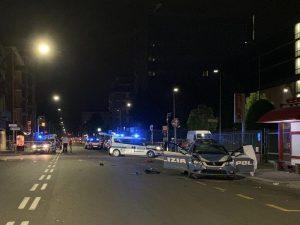 Bologna, scooter contro auto della polizia: il porta-pizze muore sul colpo
