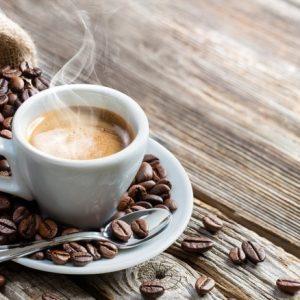 Zanzare, allontanarle con il caffè: tre metodi per notti tranquille