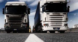 Lite tra camionisti sull'Autofiori per un sorpasso: uno estrae pistola ad aria compressa e spara al rivale