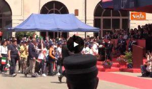 Festa dei Carabinieri, i ragazzi del bus di San Donato premiati a Milano con i militari VIDEO