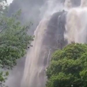 Maltempo in Lombardia, la cascata dell'Acquafraggia a Piuro dopo la piena del fiume VIDEO