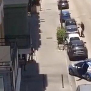 Caserta, minaccia i clienti del bar con una pistola giocattolo: la polizia gli spara alle gambe VIDEO