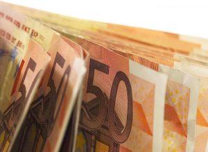 Contanti, da settembre banche e Poste dovranno segnalare tutti i movimenti da 10mila euro in su