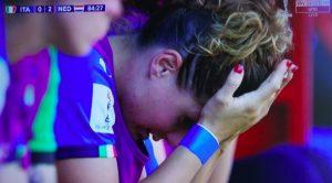 Cristiana Girelli in lacrime, la foto simbolo dell' Italia Femminile: fuori dal Mondiale a testa alta