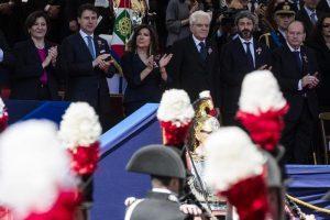 """2 giugno, Roberto Fico dedica la Festa della Repubblica a migranti e rom. Salvini: """"Mi fa girare le scatole"""""""