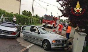Fontanafredda, schianto contro il muro: l'auto si spezza in due. Morto un militare Usa della base di Aviano