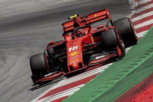 Formula 1, show della Ferrari di Leclerc: pole da applausi. Vettel solo nono