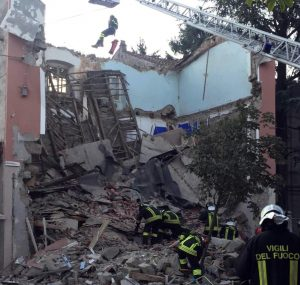 Gorizia, crolla una palazzina: si cercano tre persone sotto le macerie