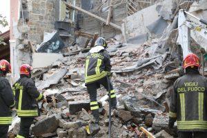 Gorizia, esplosione in una palazzina. Lo scenario di guerra trovato dai vigili del fuoco VIDEO