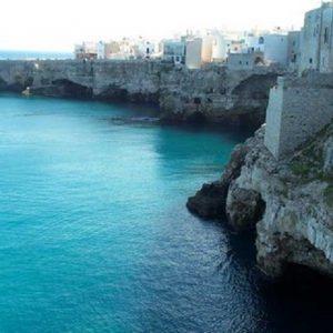 """Grotta Palazzese di Polignano a Mare, lo chef: """"Poca attenzione alle etichette"""""""