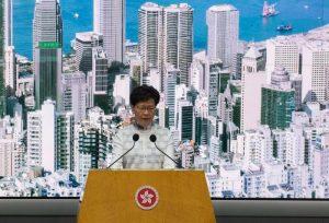 Hong Kong sospende legge sull'estradizione dopo le proteste