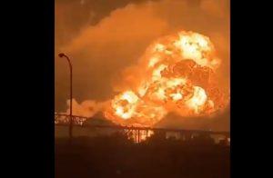 Filadelfia, incendio in una raffineria di petrolio (foto Twitter)