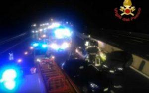 Torino: incidente in tangenziale Sud, morti 2 ragazzi rom. Arrivano un centinaio di rom, strada chiusa