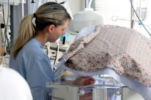Ospedali pediatrici: pochi gli infermieri, i rischi di mortalità aumentano del 25%