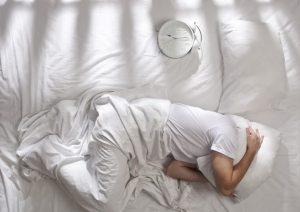 Insonnia, dormire poco fa ingrassare. Ecco come combatterla