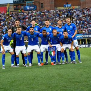 """Italia-Polonia, parte il coro """"Chi non salta juventino è..."""": sui social non si parla di altro"""