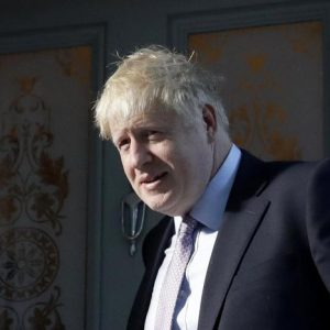 Boris Johnson, lite in casa con la compagna Carrie Symonds. I vicini chiamano la polizia