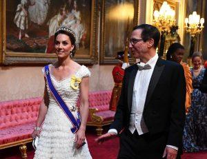 Kate Middleton al banchetto per Donald Trump con la tiara di Diana e gli orecchini negati a Meghan Markle