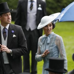 "Kate Middleton e William, moto della scorta investe una donna. ""E' grave"""