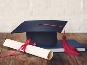 Lauree e stipendi: quella in giurisprudenza è carta straccia