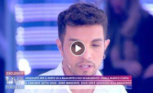 """Live non è la D'Urso, Marco Carta si difende in tv: """"Nella busta avevo magliette pagate"""""""