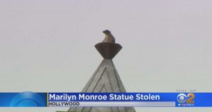 Marilyn Monroe, rubata la statua dal piedistallo a tour Eiffel a Hollywood