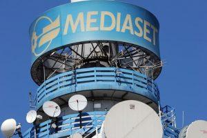 Mediaset va in Olanda, anche i Berlusconi devono risparmiare. E chissà che poi...