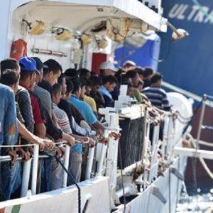 Migranti, dalla Germania all'Italia quasi 1.200 profughi in 6 masi... via aereo