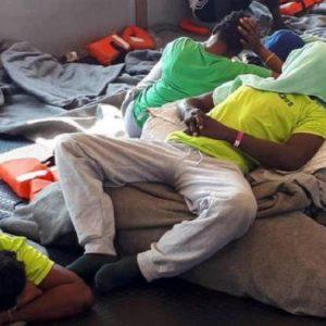 Sea Watch e la legge: violarla per i profughi non è come salvare gli ebrei...