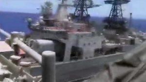 YOUTUBE Scontro sfiorato tra navi da guerra russa e Usa nel Pacifico (foto Ansa)