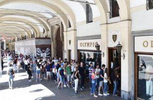 La classifica della città dove si ruba di più nei negozi italiani. Al primo posto c'è Milano (foto d'archivio Ansa)
