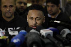 Neymar nega accuse di stupro e risponde alle domande della polizia