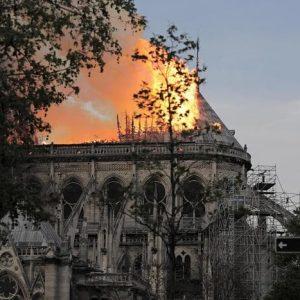 Notre Dame. Test sui bimbi fino a sette anni residenti: si teme esposizione al piombo