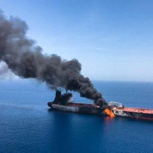 Petroliere attaccate nel Golfo dell'Oman, giallo sulle mine: Usa pubblicano un video, l'armatore giapponese smentisce