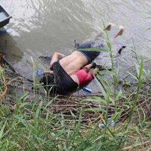 Messico, padre e figlia migranti annegano nel Rio Grande FOTO. Come Aylan in Turchia
