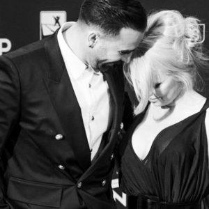 "Pamela Anderson tradita da Adil Rami: ""Aveva una doppia vita"""